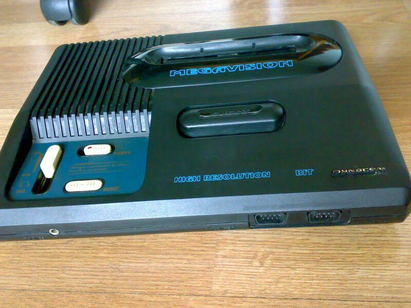 Consoles étranges , Machines méconnues ou jamais vues , du proto ou de l'info mais le tout en Photos - Page 9 800px-Megavision2